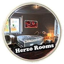 Herzo Rooms er en superhost.