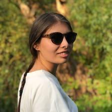Profilo utente di Adrianna