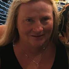 Denise — суперхозяин.