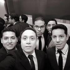 โพรไฟล์ผู้ใช้ Hector Esteban