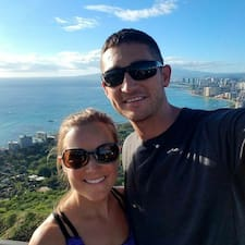 โพรไฟล์ผู้ใช้ Josh & Sarah