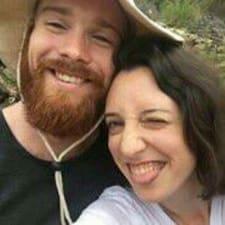 Profil Pengguna Travis And Sarah