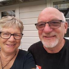 Geoff&Helen to Superhost.