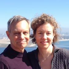 Steve & Emily felhasználói profilja