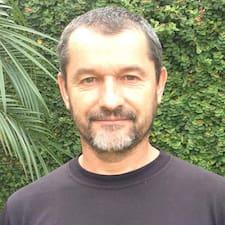 André Felipe bir süper ev sahibi.