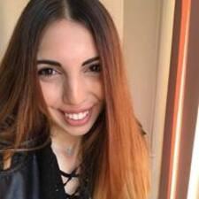 Ellie felhasználói profilja