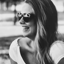 Júlia felhasználói profilja