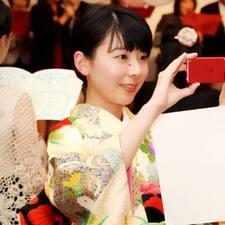 Akiko è l'host.
