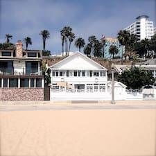 Santa Monica Beach er SuperHost.