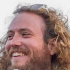 Charles felhasználói profilja