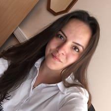 Profil Pengguna Angelina