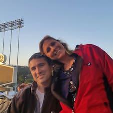 Joel & Heather är en Superhost.
