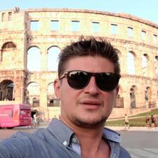 Goran ist ein Superhost.