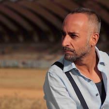 Esteban Andrés to Superhost.