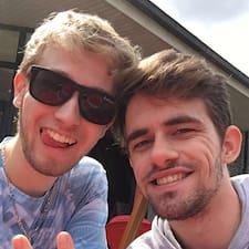 Alexandre & Yann is the host.