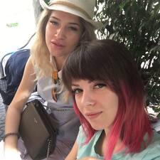 Profil korisnika Vikki & Anastasia