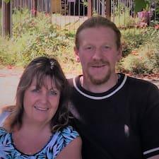 โพรไฟล์ผู้ใช้ Debbie & Peter