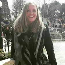 Karola felhasználói profilja