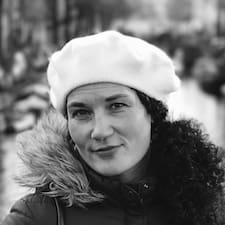 Pia Brukerprofil