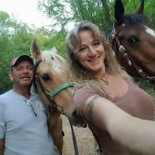 Joey And Elsie felhasználói profilja