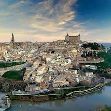 Covadonga is een SuperHost.