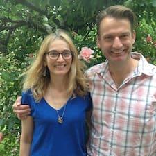 Vivien And Simon on supermajoittaja.