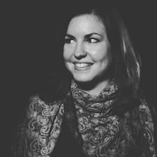Profil Pengguna Sarah-Laura