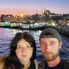 Anna And Dmitriy Superhost házigazda.