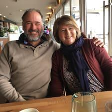 John & Julie felhasználói profilja