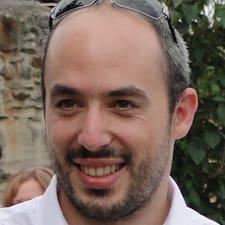 Pierre-François is a superhost.