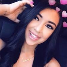 LeeAndra felhasználói profilja