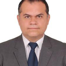 En savoir plus sur Omar Iván