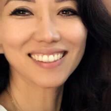 โพรไฟล์ผู้ใช้ Joan JiHyun
