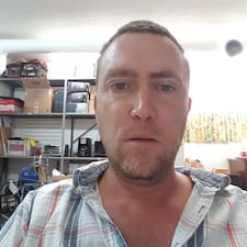 Profil Pengguna Garth