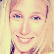 Anne-Caroline User Profile