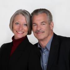 โพรไฟล์ผู้ใช้ Peter And Cathy