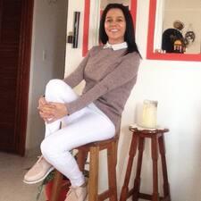 Profilo utente di Angela Debora
