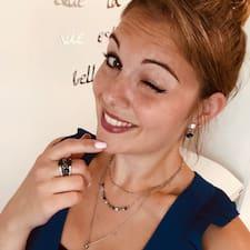Julie felhasználói profilja