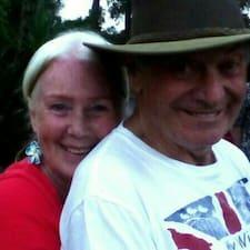 Margo & Mike er ofurgestgjafi.