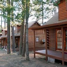 โพรไฟล์ผู้ใช้ Cabins At Creekside