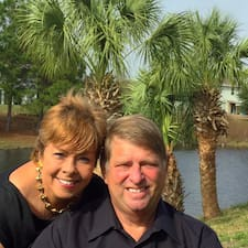Jeff And Gladys bir süper ev sahibi.