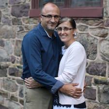 John And Naomi - Uživatelský profil