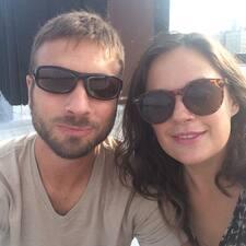 Chris & Sarah is a superhost.