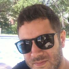 โพรไฟล์ผู้ใช้ Alejandro Jose