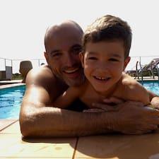 Carles felhasználói profilja