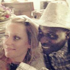 โพรไฟล์ผู้ใช้ Perrine & Abu