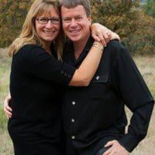 KEVIN And JULIE felhasználói profilja