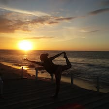Få flere oplysninger om Pati - Yoga Instructor