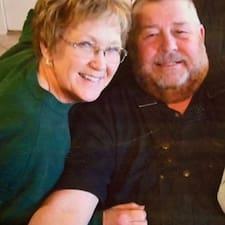 โพรไฟล์ผู้ใช้ Phillip And Phyllis