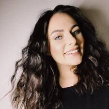 Yolène felhasználói profilja